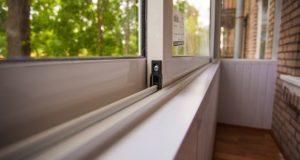 34 Остекление балконов или лоджий. Пластик или дерево — какой материал выбрать?