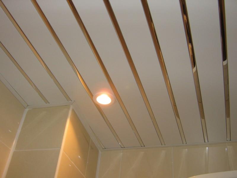 Как установить реечный потолок в ванной комнате своими руками
