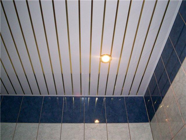 301 Пластиковый потолок в ванной
