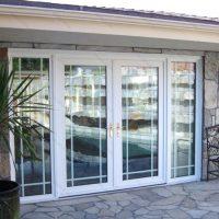 639 Дверь входная пластиковая со стеклом