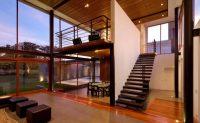 698 Лестница в доме на второй этаж