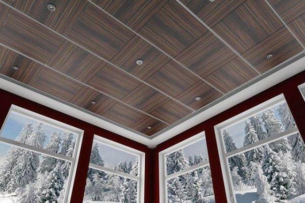 993 Потолок из пластиковых панелей