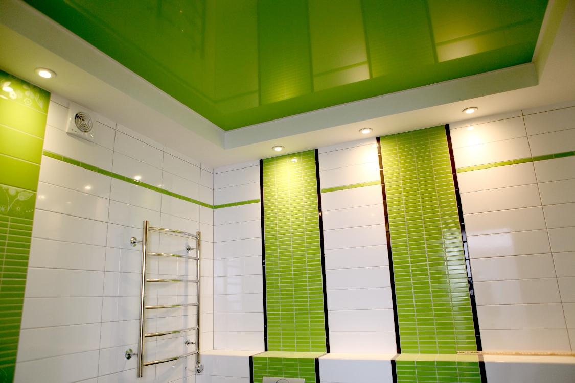 Потолок натяжной в ванной: практичность и изысканность