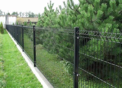 Как сделать секционный металлический забор из сварной сетки