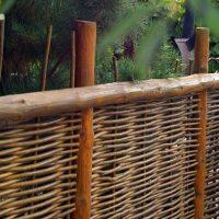 1391 Делаем плетеный забор своими руками
