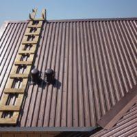 2046 Как правильно крепить профнастил на крышу — пошаговая инструкция