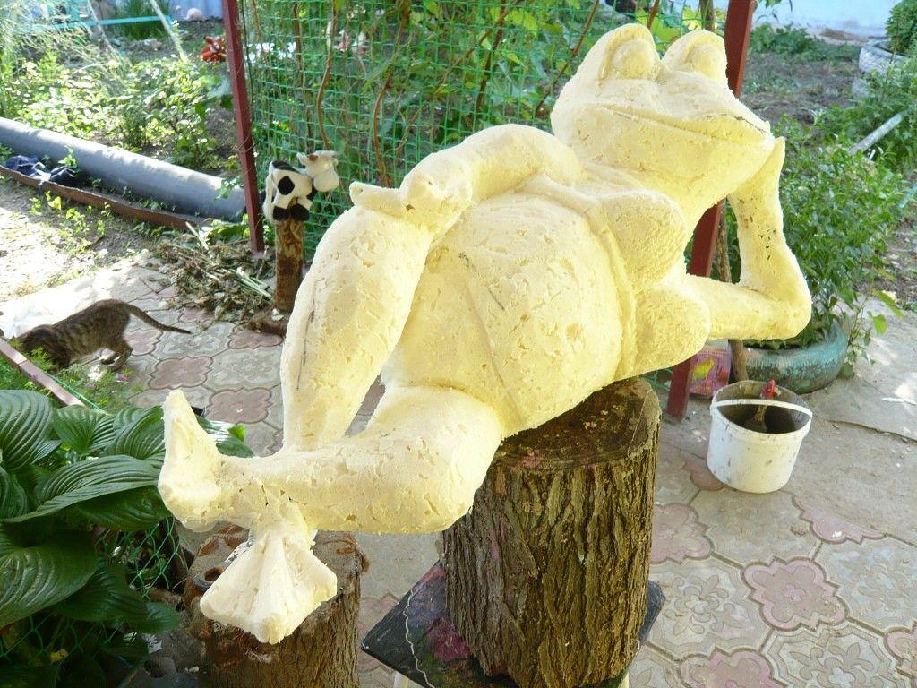 Делаем лягушку из монтажной пены: Идеи по оформлению дачного участка