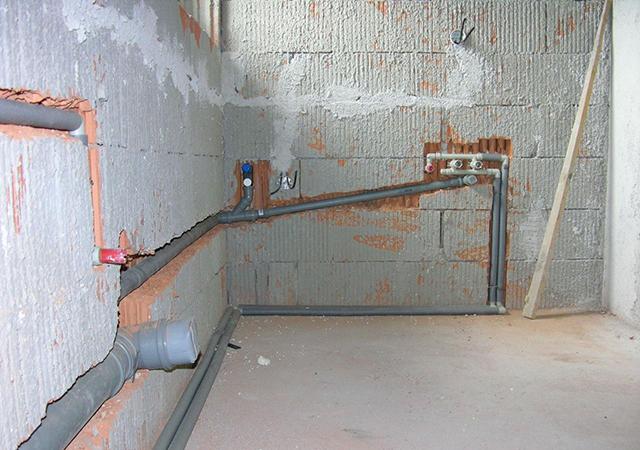 29949 Определяем угол наклона канализационной трубы:  монтаж труб