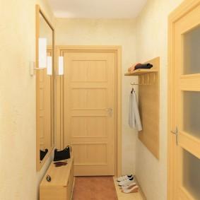 Светлый коридор в 2 комнатной брежневке
