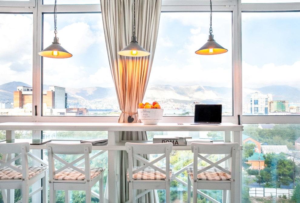 Освещение барной стойки на балконе