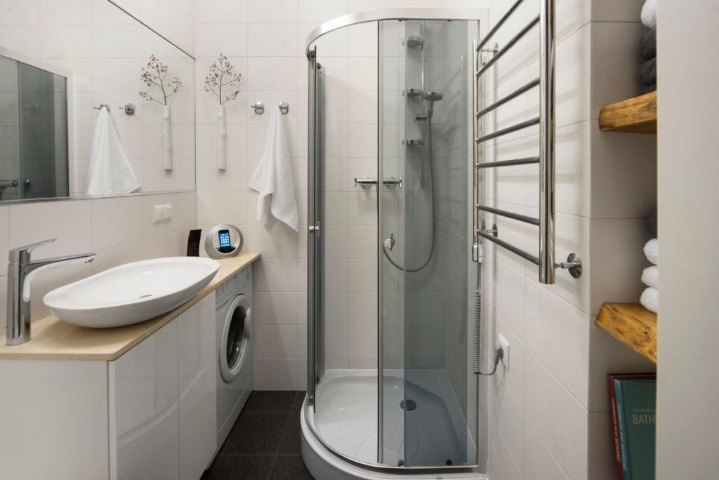 Ванная комната в брежневке с душевой кабиной