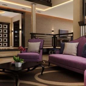 Сочетание коричневого и фиолетового цветов в интерьере