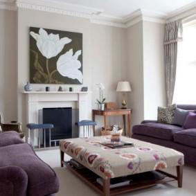 Картина над камином в гостиной комнате