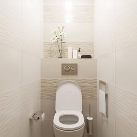 Интерьер отдельного туалета в двухкомнатной брежневке
