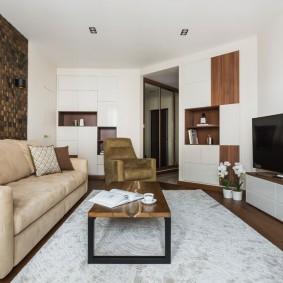 Стильная гостиная в квартире кирпичного дома
