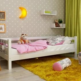 Низкая кроватка для ребенка дошкольного возраста