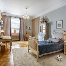 Кровать для девочки в комнате классического стиля
