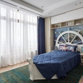 Оформление изголовья детской кровати в виде штурвала корабля