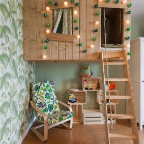 Декор гирляндой детской кровати-домика