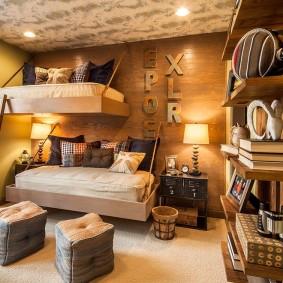 Подвесные кровати в спальне мальчиков