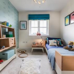 Узкая комната с кроватью для мальчика