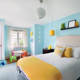 Интерьер детской комнаты с голубыми стенами