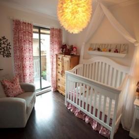 Колыбель для младенца во взрослой спальне