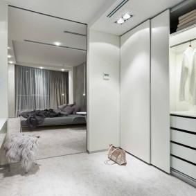 Освещение гардероба в спальном помещении