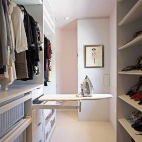 Гладильная доска в гардеробной комнате