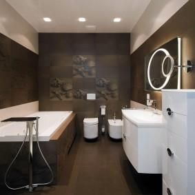 Белый комод в ванной современного стиля