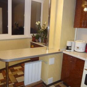 Радиатор отопления под барной стойкой на кухне