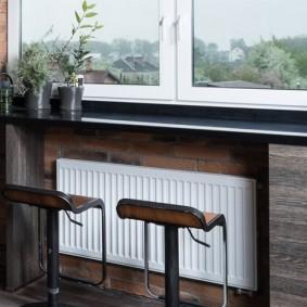 Батарея отопления под окном на балконе