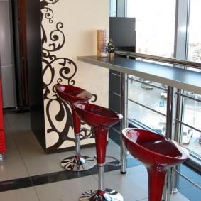 Барные стулья из красного пластика