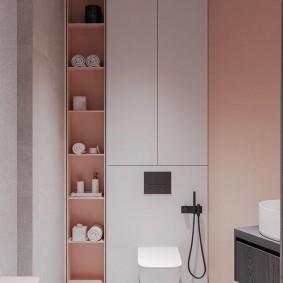 Удобные полочки в шкафу за унитазом