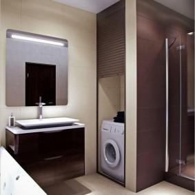 Стиральная машина в нише ванной комнаты