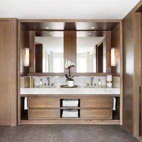 Встроенная мебель в ванной с двумя раковинами