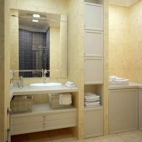 Отделка ванной комнаты светлой керамической плиткой