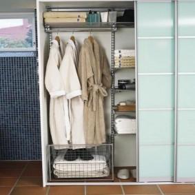 Вместительный шкаф с раздвижными дверями