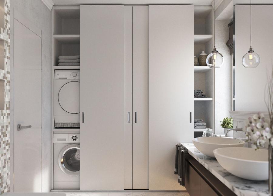 Купейный шкаф с дверцами из ЛДСП в большой ванной