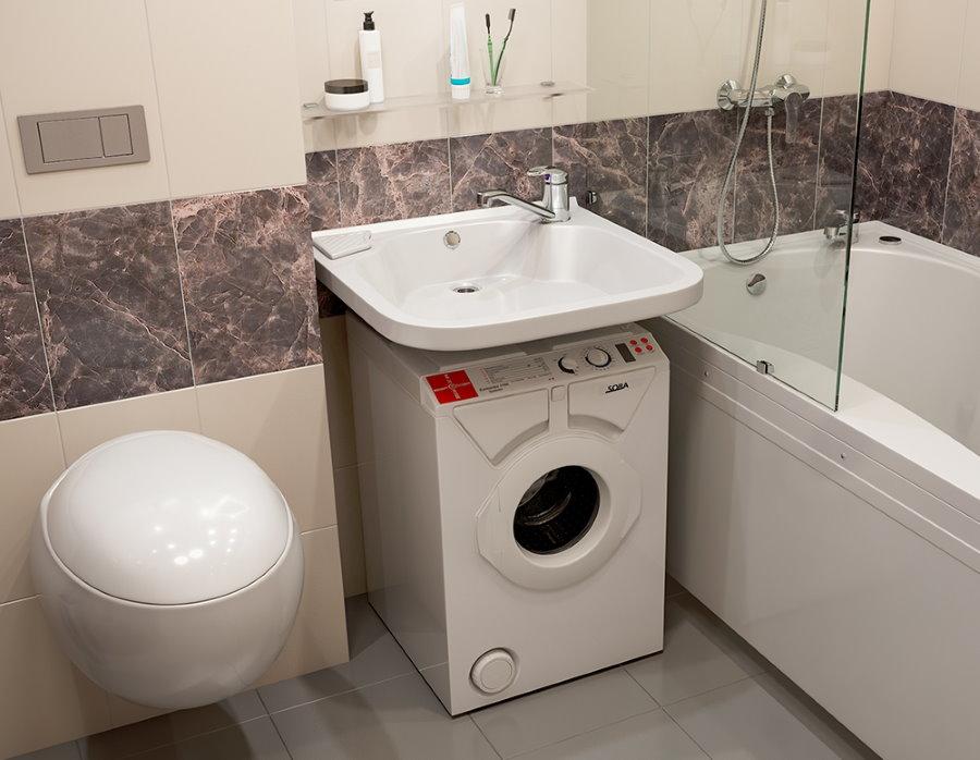 Место для стиральной машинки в небольшой ванной