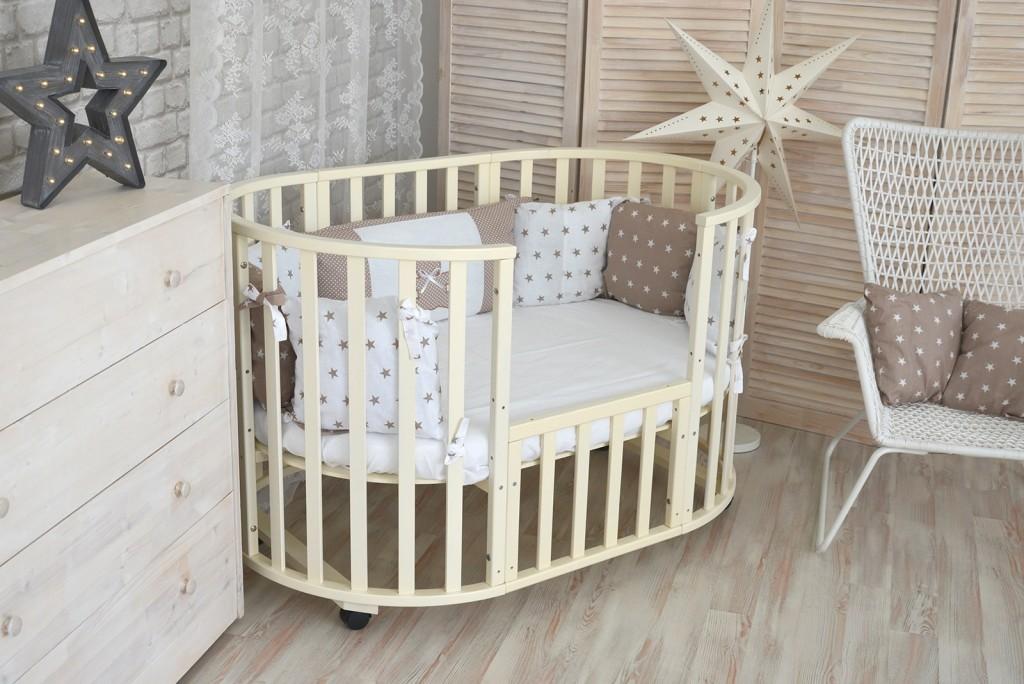Овальная кроватка для маленького ребенка
