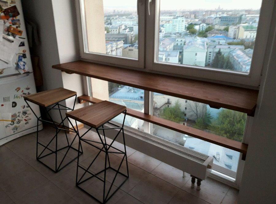 Встроенный столик в кухонном окне