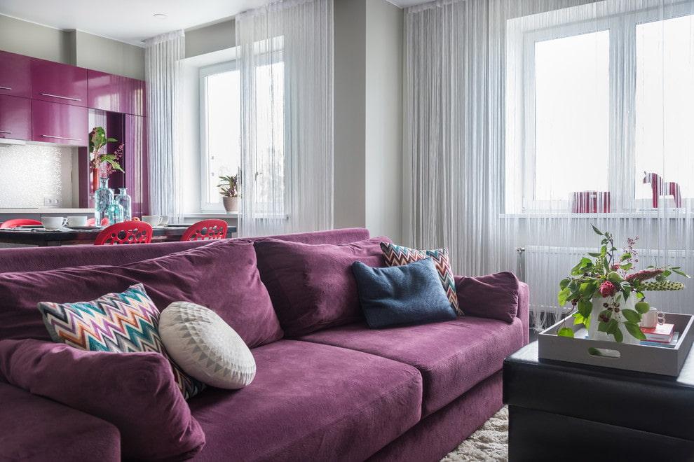 Раскладной диван с тканевой обивкой фиолетового тона