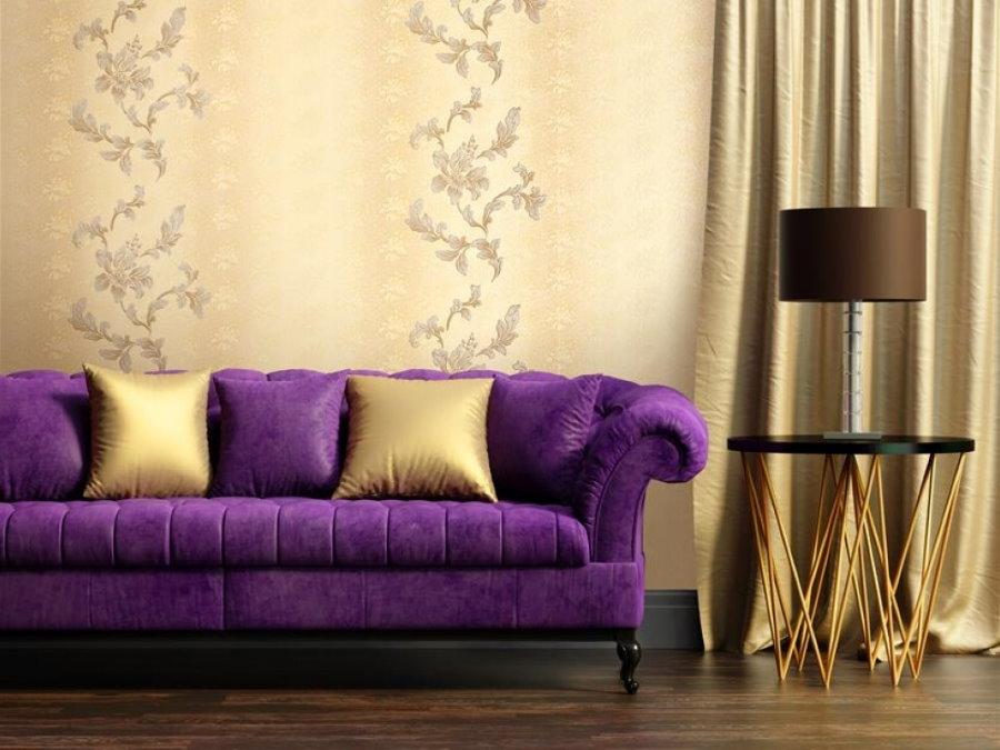 30546 Варианты использования фиолетового дивана в интерьере гостиной