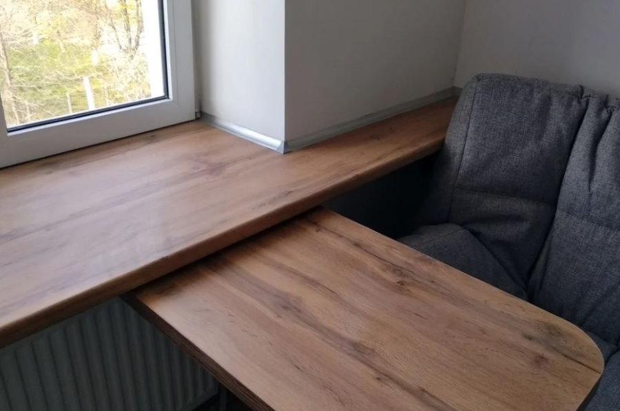 Выдвижной столик на кухне с балконом