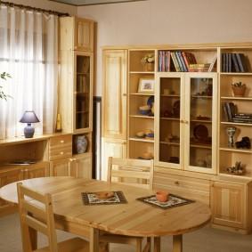 Обеденный стол раскладной конструкции