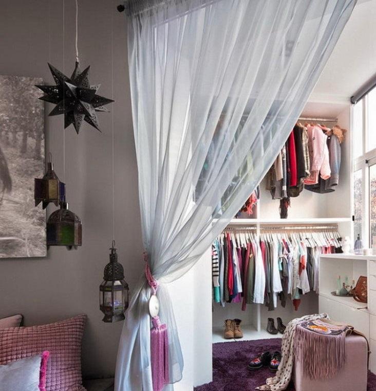 Детский гардероб на утепленном балконе