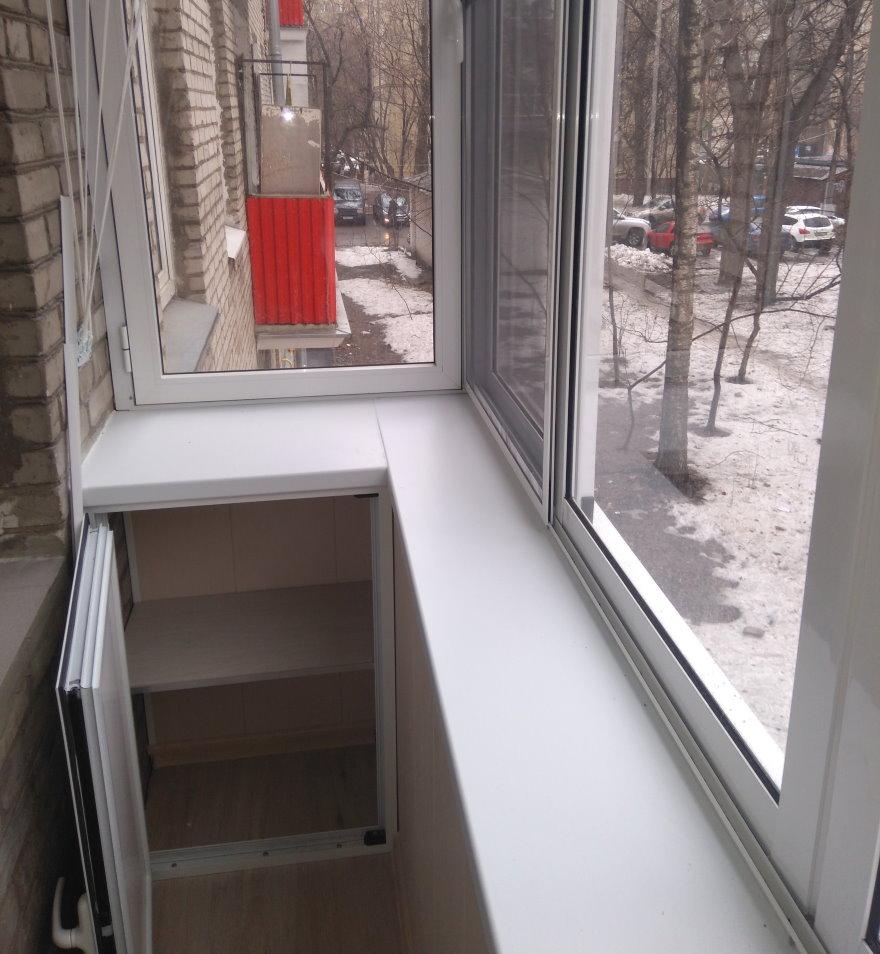 Встроенный шкафчик на балконе с выносом