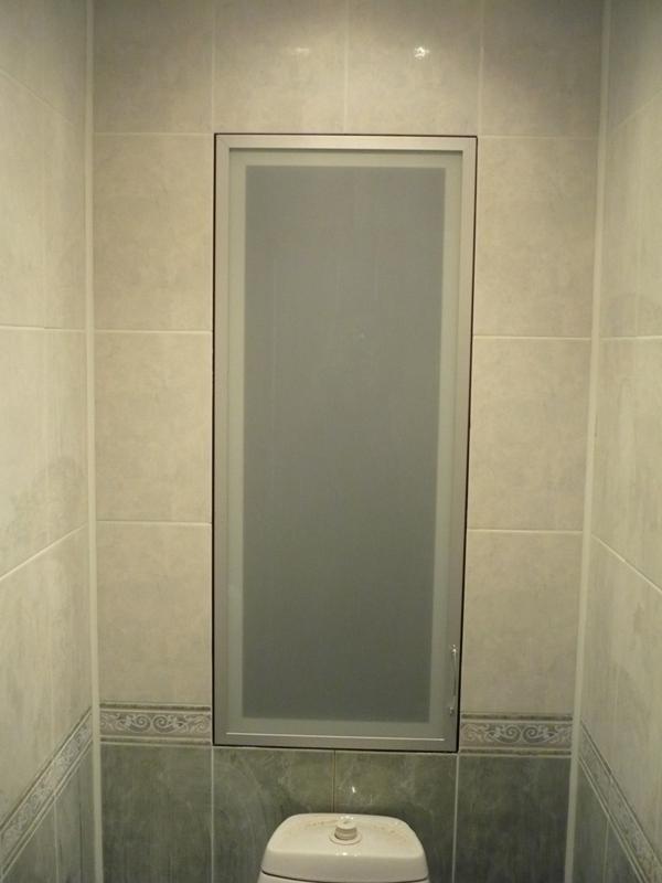 Матовая стеклянная дверка на алюминиевом каркасе