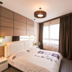 небольшая спальня с красивыми шторами